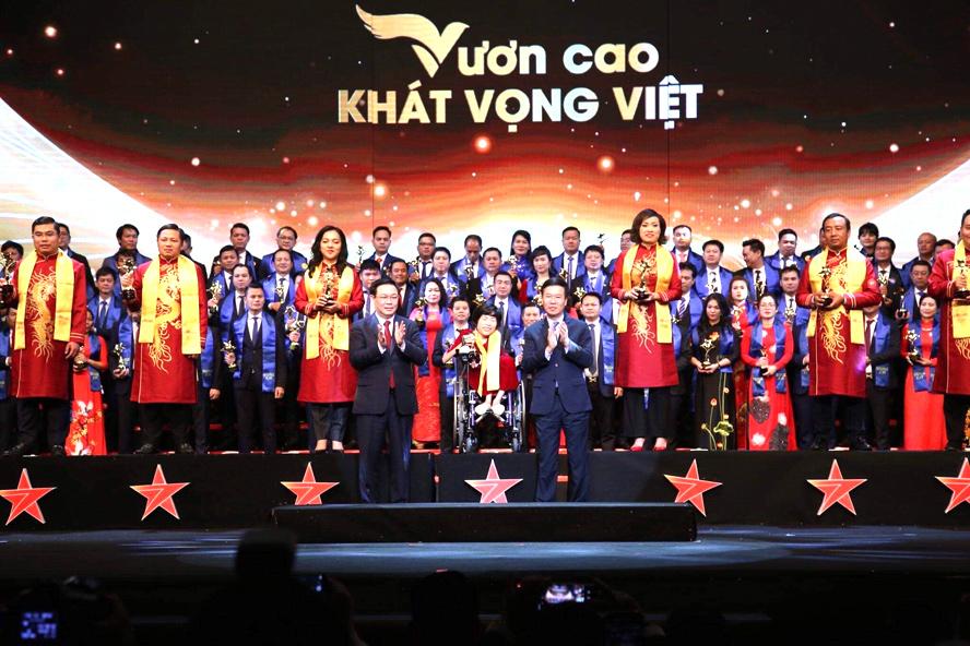 CEO PNJ LÊ TRÍ THÔNG ĐƯỢC VINH DANH TOP 10 XUẤT SẮC NHẤT GIẢI THƯỞNG SAO ĐỎ 2019