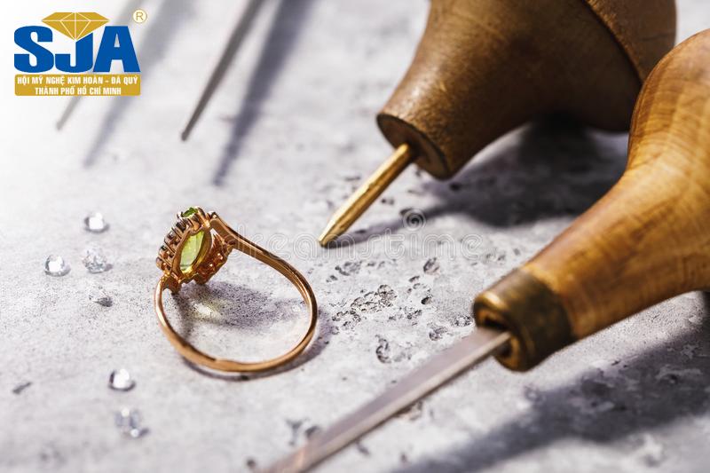 Nghề sửa chữa vàng bạc có độc hại không?