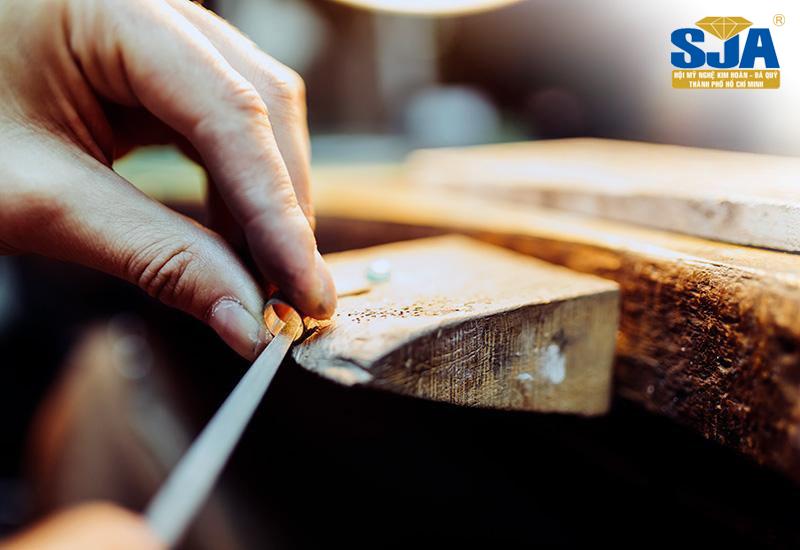 Chế tác trang sức thường dùng vàng nhiều nhất