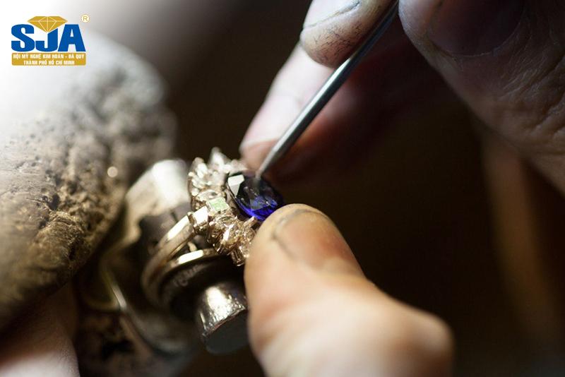 Học ngành gì để chế tác được trang sức?
