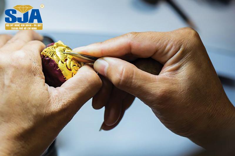 Phân biệt vàng tây và vàng ta trong chế tác trang sức