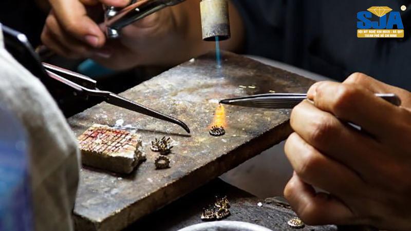 Tìm hiểu về ngành chế tác nữ trang